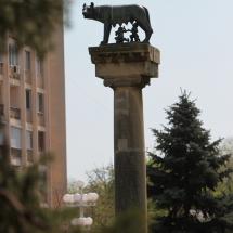 statuie-lupoaica-piata-operei-9